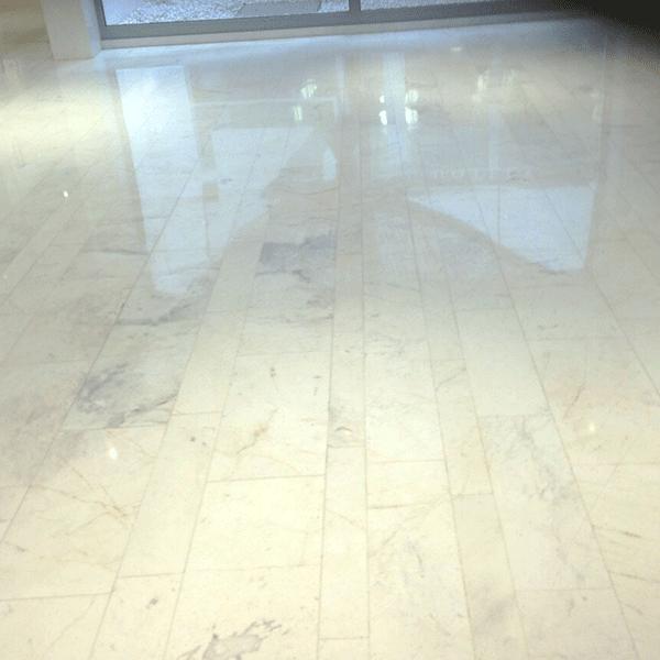 Mosaicosbarcelona tratamiento de suelos de m rmol barcelona for Marmol para suelos