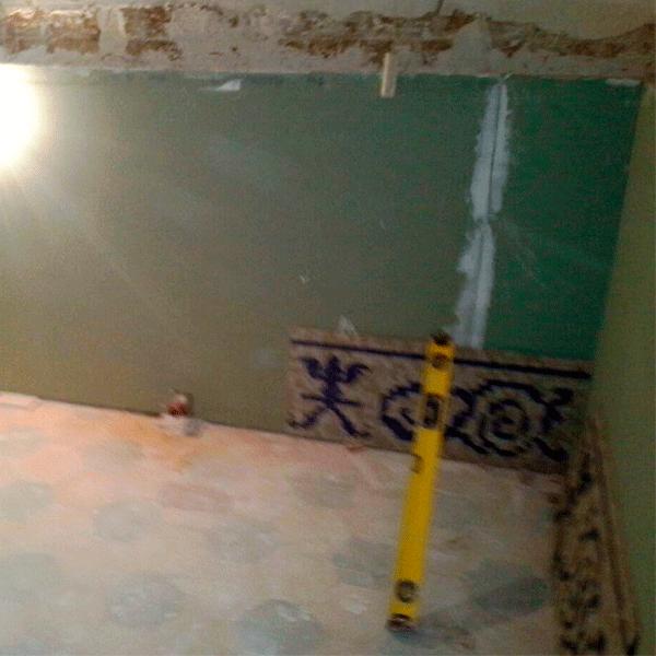 montaje-de-pavimento-de-mosaico-romano-en-pared