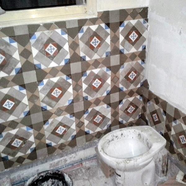 recuperacion-de-paredes-en-mosaico-nolla-en-lavabo-Barcelona