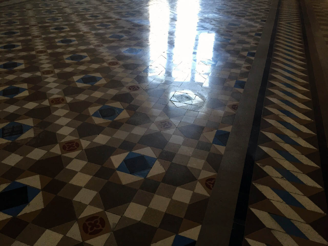 MosaicosBarcelona |Abrillabntado de mosaico nolla Barcelona