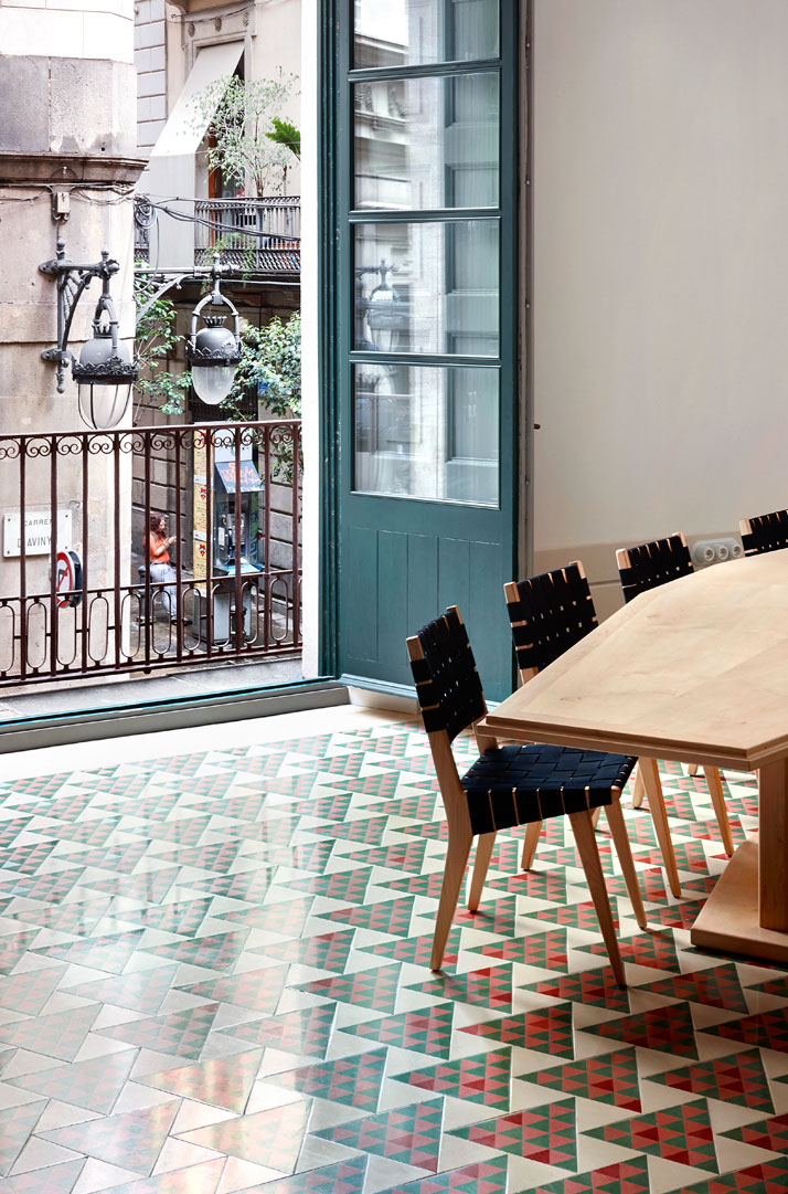 El-Carrer-Avinyó-Apartamento-de-David-Kohn-Architects-en-Barcelona-6