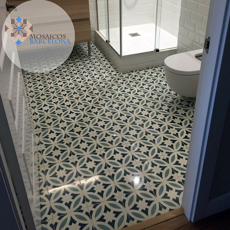 MosaicosBarcelona | Reforma en baño con suelo hidraulico restaurado