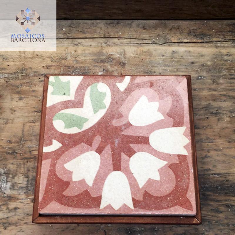 MosaicosBarcelona-Pieza-de-mosaico-hidraulico-enmarcada-para-mesa-decorativa