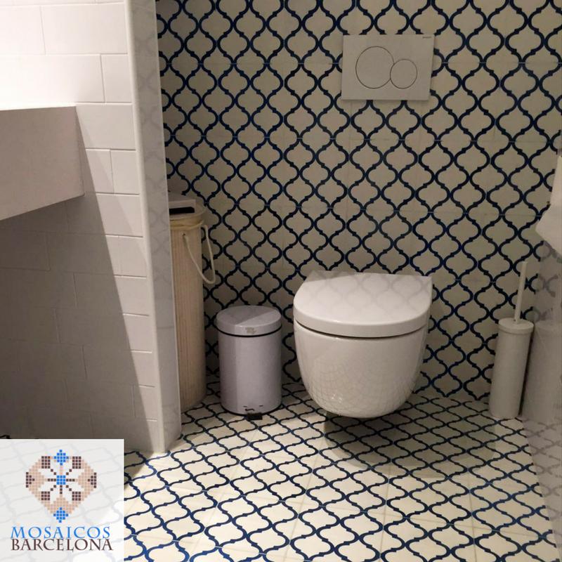 MosaicosBarcelona-Detalle-de-reforma-de-baño-con-baldosas-hidraulicas-en-piso-de-barcelona