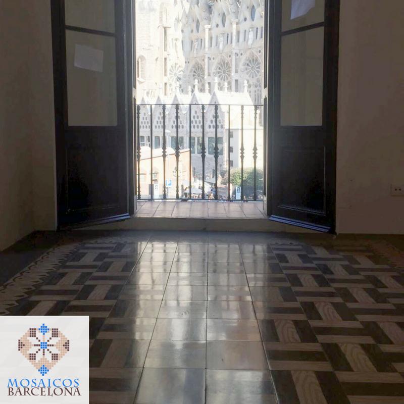 MosaicosBarcelona-Pulido-mosaicos-hidraulicos-en-Calle-Cerdenya-Barcelona-4