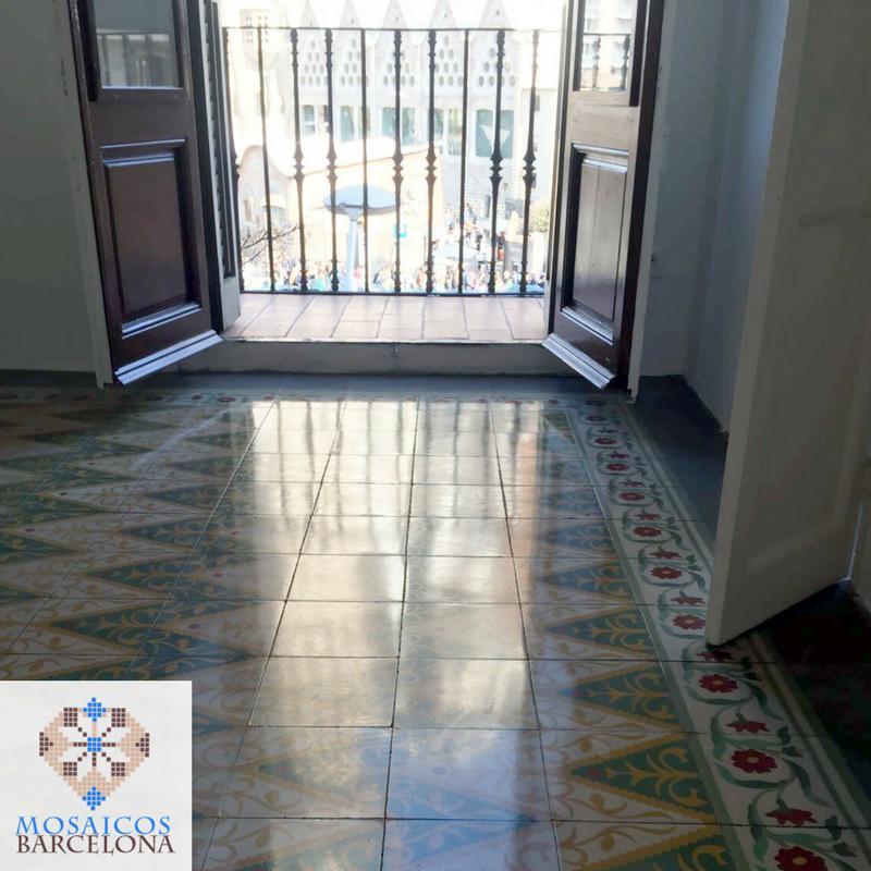 MosaicosBarcelona-Pulido-mosaicos-hidraulicos-en-Calle-Cerdenya-Barcelona