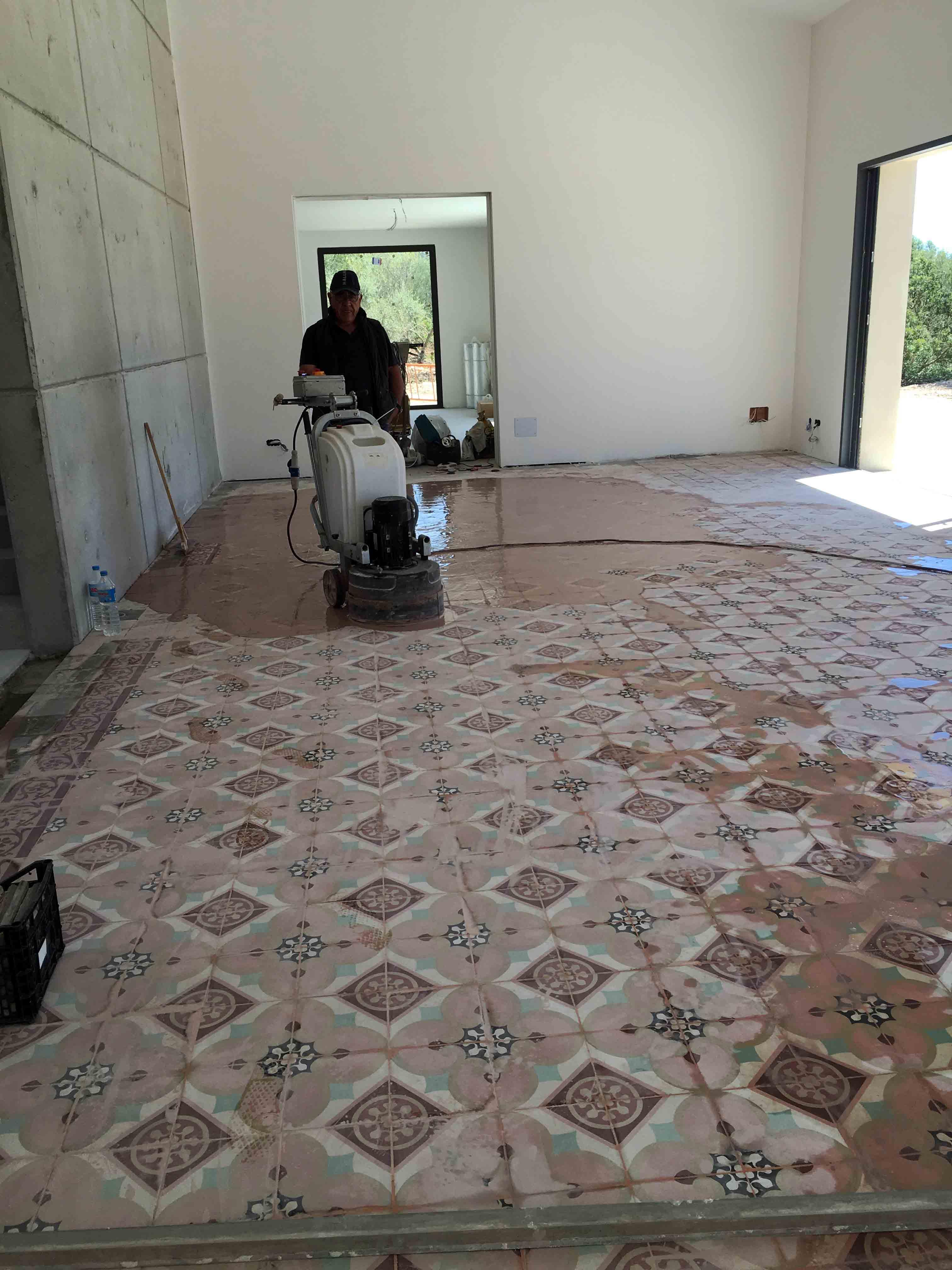 MosaicosBarcelona-Recuperacción-abrillantado-y-acristalado-de-suelos-de-mosaico-hidraulico-en-vivienda-en-Mallorca-2