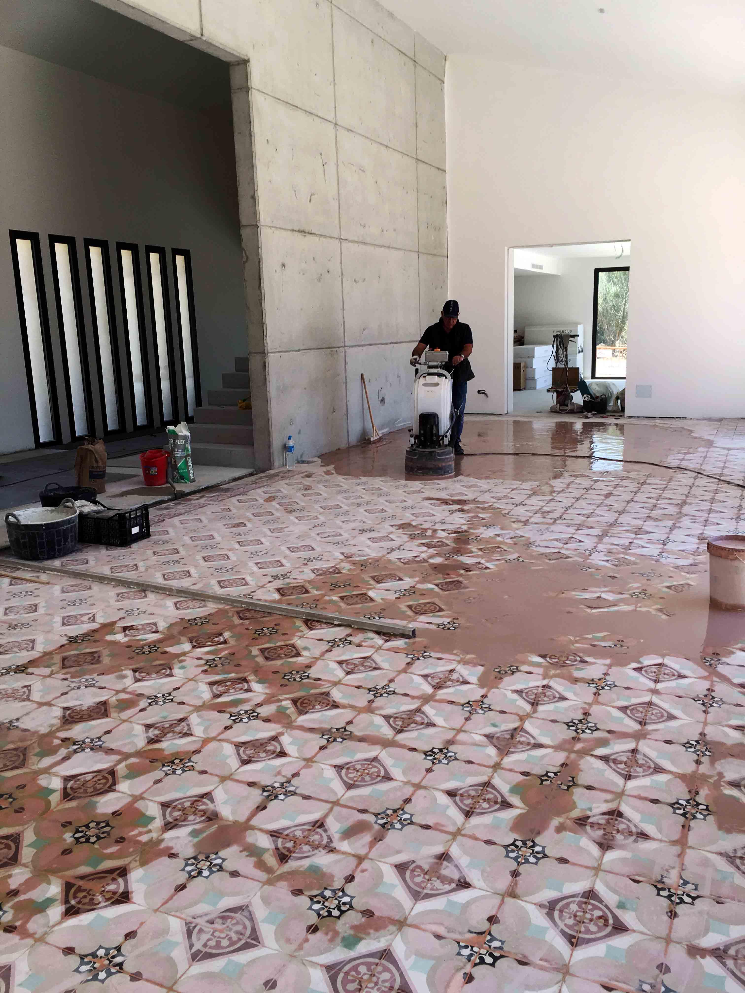 MosaicosBarcelona-Recuperacción-abrillantado-y-acristalado-de-suelos-de-mosaico-hidraulico-en-vivienda-en-Mallorca-3