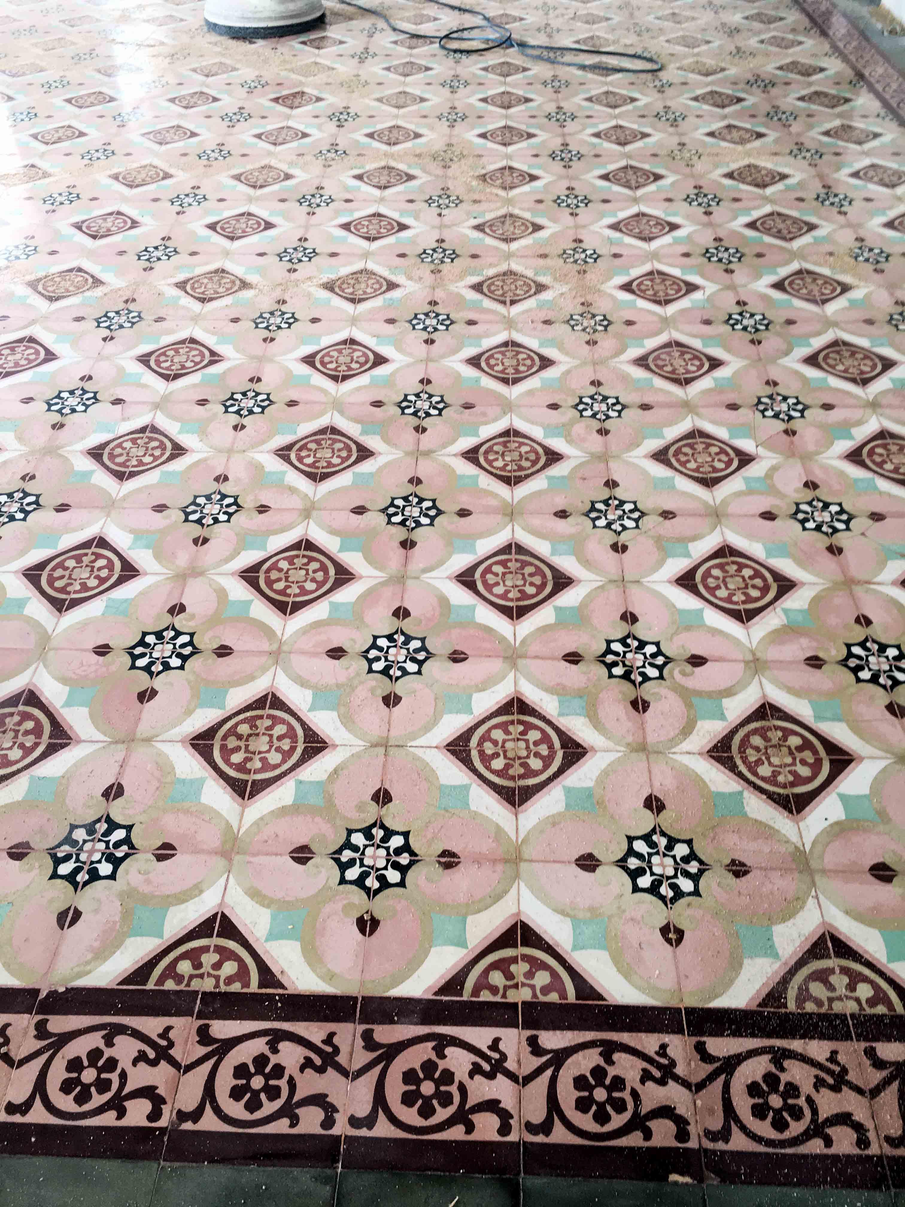 MosaicosBarcelona-Recuperacción-abrillantado-y-acristalado-de-suelos-de-mosaico-hidraulico-en-vivienda-en-Mallorca-Baleares-14