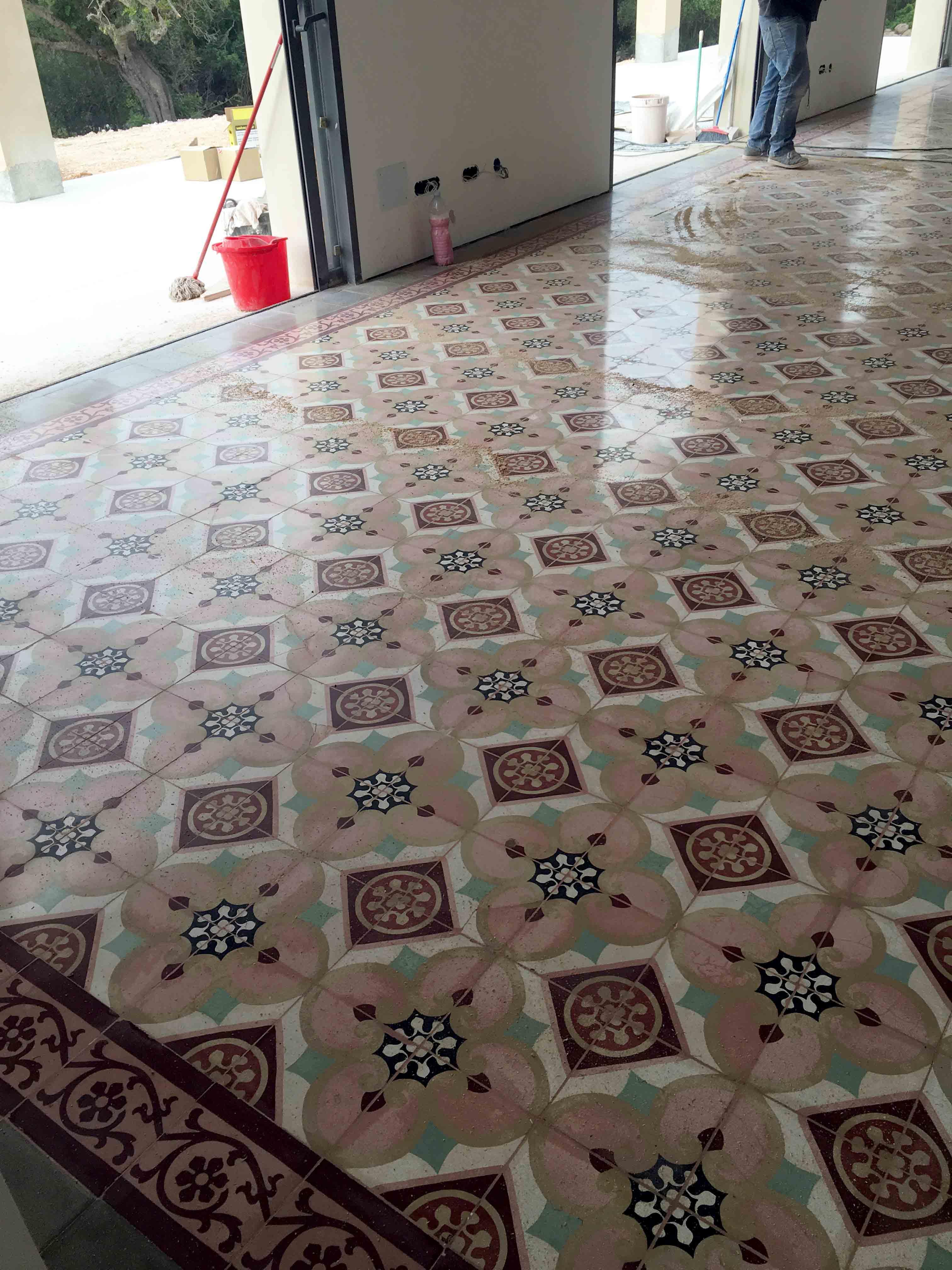 MosaicosBarcelona-Recuperacción-abrillantado-y-acristalado-de-suelos-de-mosaico-hidraulico-en-vivienda-en-Mallorca-Baleares-15