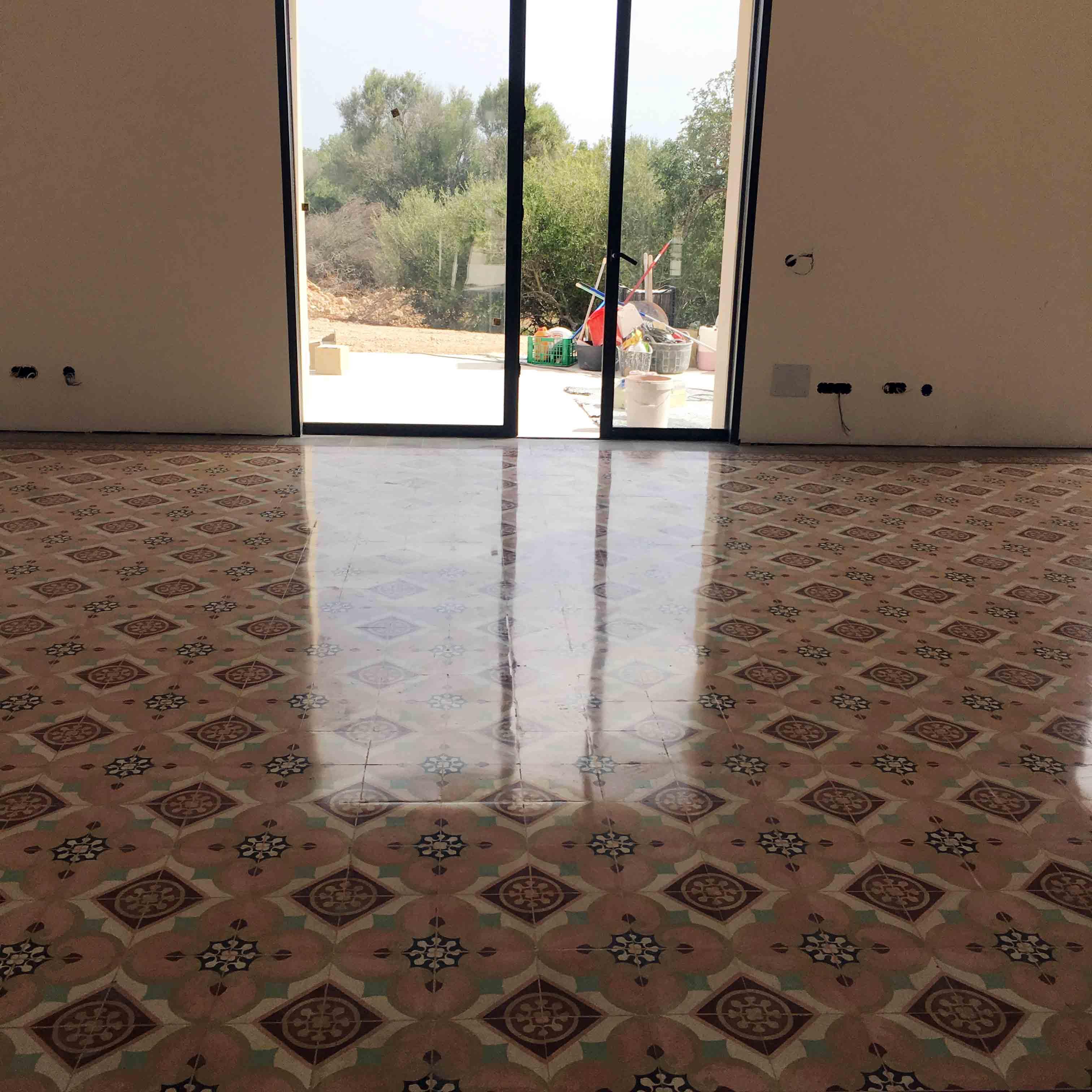 MosaicosBarcelona-Recuperacción-abrillantado-y-acristalado-de-suelos-de-mosaico-hidraulico-en-vivienda-en-Mallorca-Baleares-18